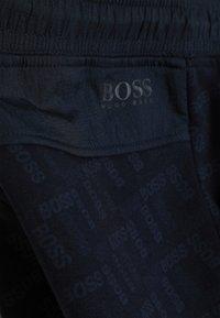 BOSS Kidswear - BERMUDA - Teplákové kalhoty - navy - 3