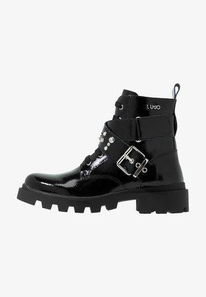 DEBBIE BOOTIE - Šněrovací kotníkové boty - black