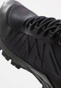 Reebok - ASTRORIDE TRAIL GTX 2.0 - Trail running shoes - black - 5