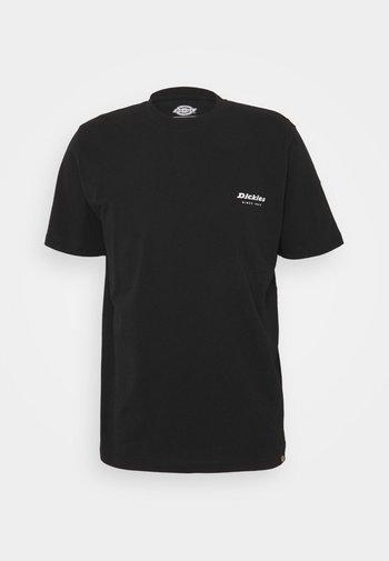 QUAMBA BOX TEE - Printtipaita - black
