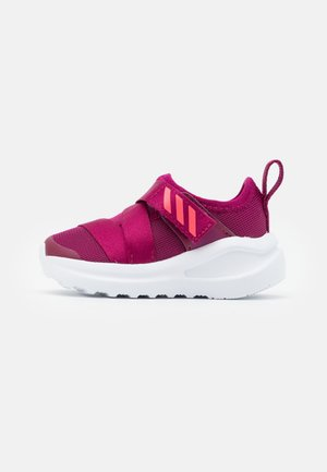 FORTARUN KIDS NEXT SPORTS RUNNING SHOES UNISEX - Neutral running shoes - power berry/signal pink/footwear white