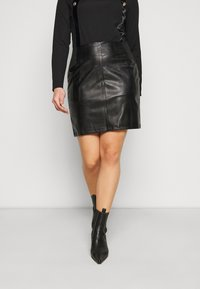 Pieces Curve - PCDEVORA SKIRT - Pencil skirt - black - 0
