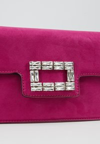 Dorothy Perkins - BROACH - Clutches - magenta - 6