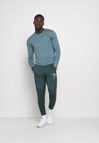 Nike Performance - ELITE PANT - Tracksuit bottoms - seaweed/reflective silver - 1