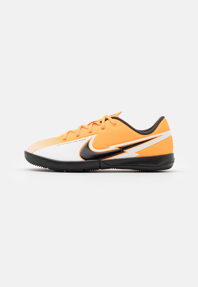 Nike Performance - MERCURIAL JR VAPOR 13 ACADEMY IC UNISEX - Indoor football boots - laser orange/black/white