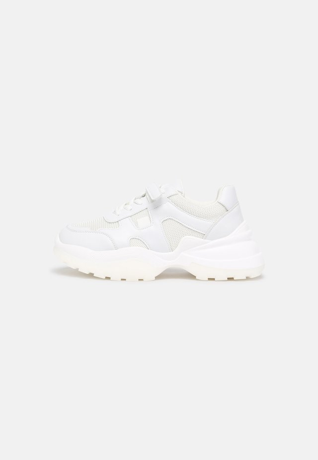 SLIM STRAP TRAINERS - Sneakers laag - white