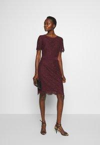 HUGO - KLEAS - Pouzdrové šaty - medium red - 1