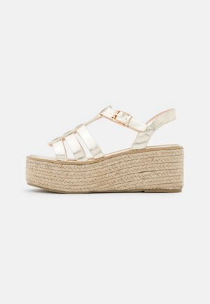 WIDE FIT MEERA - Plateausandalette - gold