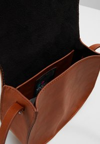 Even&Odd - Across body bag - cognac - 5