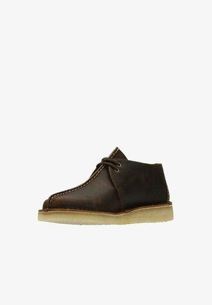 DESERT TREK - Chaussures à lacets - braun, gewachst
