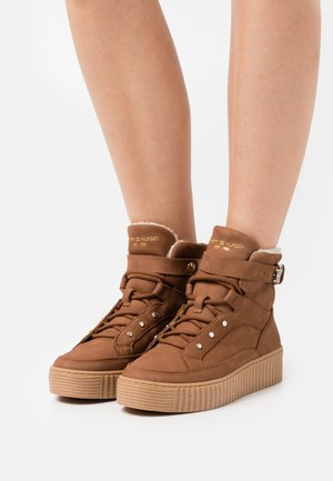 WARMLINED LACE UP BOOT - Lace-up ankle boots - natural cognac