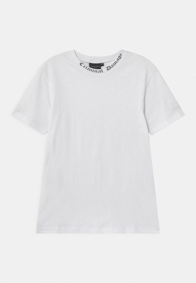GOTH  - T-shirt med print - white