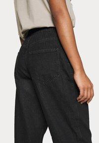 ONLY - ONLPLEAT CARROW - Trousers - black denim - 3