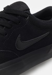 Nike SB - CHARGE UNISEX - Trainers - black - 5