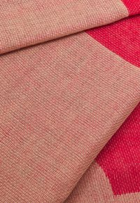 CLOSED - SCARF - Sjal - amaranth red - 3