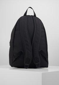 Calvin Klein Jeans - ROUND - Batoh - black - 3