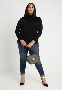 New Look Curves - ROLL NECK - T-shirt à manches longues - black - 1