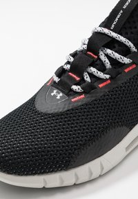 Under Armour - HOVR  - Treningssko - black/halo gray - 5