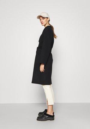 BELT COAT LUXE - Classic coat - black