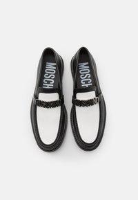 MOSCHINO - Nazouvací boty - black/white - 3