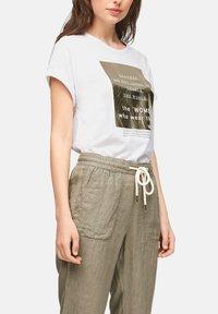 s.Oliver - Print T-shirt - white statement print gold - 4