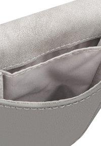 Expatrié - AMELIE - Across body bag - grey - 4