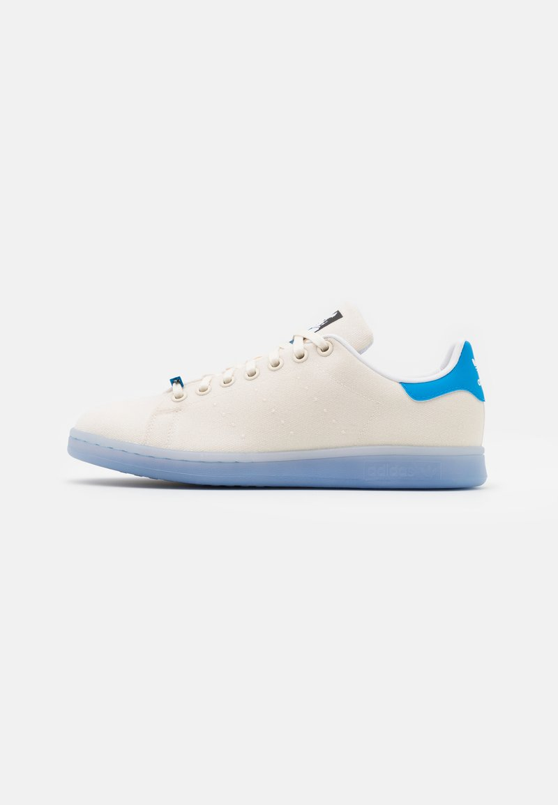 adidas Originals - DISNEY STAR WARS STAN SMITH SHOES UNISEX - Trainers - chalk white/footwear white/bright blue