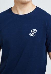Illusive London Juniors - ILLUSIVE LONDON - Basic T-shirt - navy - 2