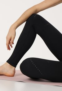 Nike Performance - STUDIO - Legging - black/thunder grey - 3