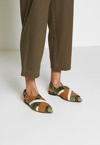 3.1 Phillip Lim - SNAP PANT - Spodnie materiałowe - fir green - 4