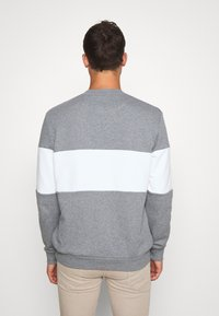 Lyle & Scott - LOGO - Sweatshirt - grey - 2