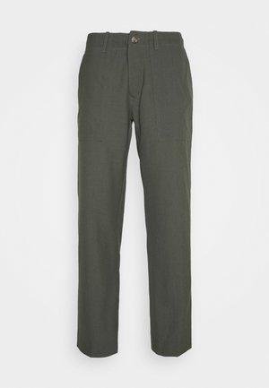 KOBE TAPERED - Bukse - grey fir