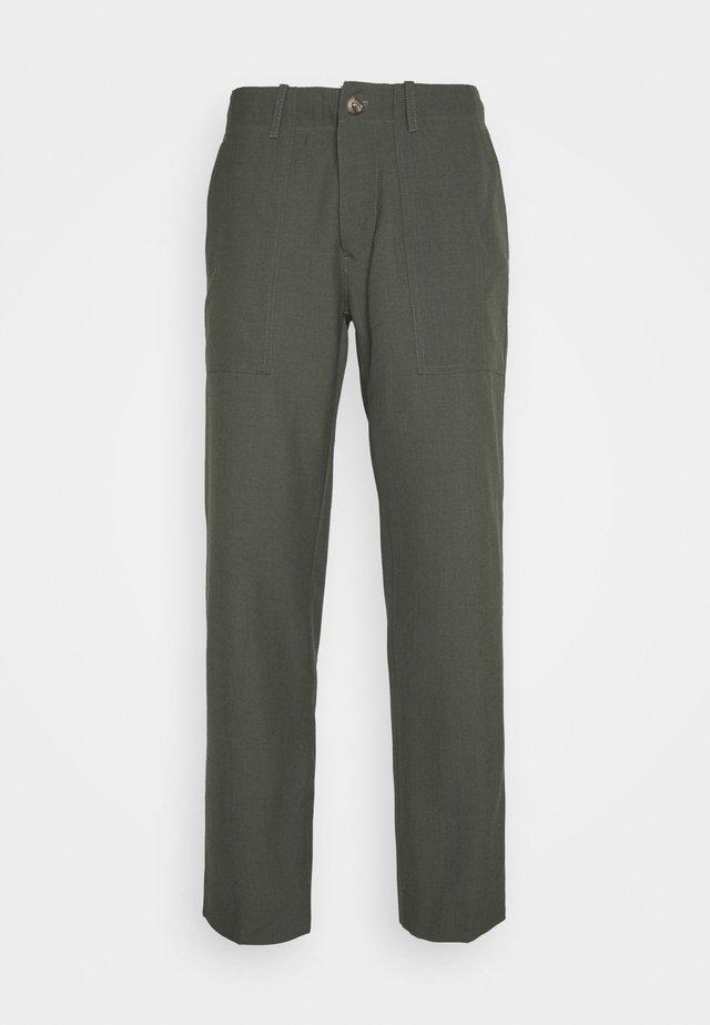 KOBE TAPERED - Kalhoty - grey fir