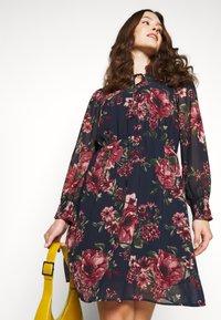 Vero Moda Curve - VMNEWSUNILLA SMOCK DRESS  - Day dress - navy blazer/newsunilla - 4