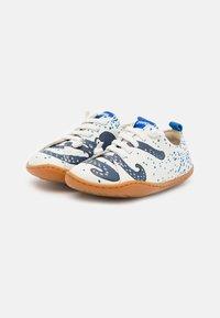 Camper - KIDS UNISEX - Volnočasové šněrovací boty - white/blue - 1