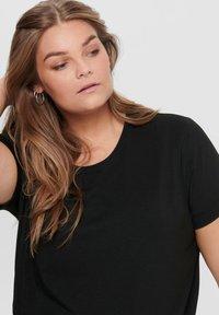 ONLY Carmakoma - CURVY - T-shirts - black - 3