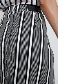 WHY7 - DANI SKIRT STRIPE - Denimová sukně - black/white - 5