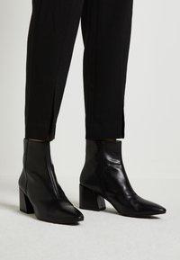 Vagabond - OLIVIA - Kotníkové boty - black - 0
