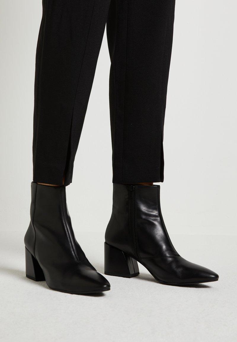 Vagabond - OLIVIA - Kotníkové boty - black