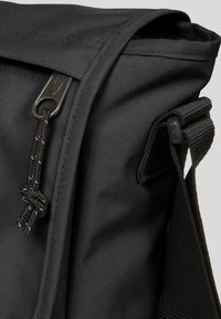 Eastpak - CORE COLORS/AUTHENTIC - Across body bag - black - 4