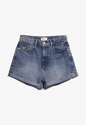 ARMEDANGELS DENIM SHORTS AUS BIO-BAUMWOLLE SILVAA - Denim shorts - denim blue