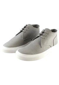 EKN Footwear - SCHNÜRSCHUH MAPLE MID GREY VEGAN - Casual lace-ups - grey - 2