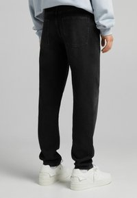 Bershka - STRAIGHT VINTAGE - Jeans relaxed fit - black - 2