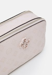 Guess - NOELLE CROSSBODY CAMERA - Skulderveske - blush - 3