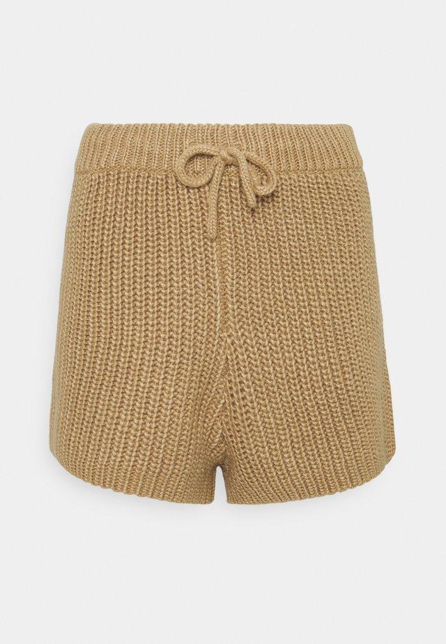 HENRY  - Shorts - cream/camel