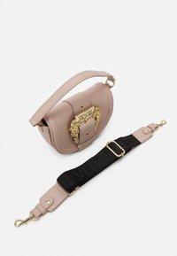Versace Jeans Couture - CROSSBODY - Across body bag - nudo - 5