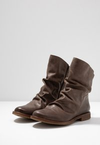 Felmini Wide Fit - CLASH - Classic ankle boots - zenia camel - 4