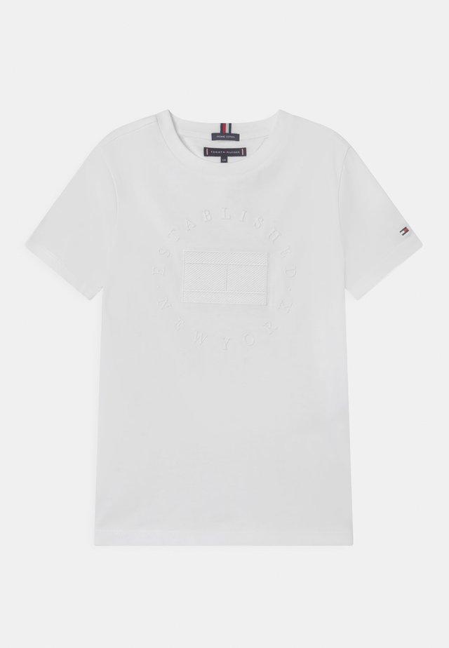 HERITAGE LOGO - T-shirt med print - white