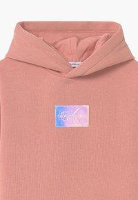 Calvin Klein Jeans - MONOGRAM BADGE HOODIE - Denní šaty - pink - 2