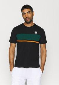 sergio tacchini - FELUGA - Print T-shirt - black/botanical - 0